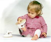 Нужна ли ребенку до года обувь?