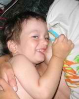 Почему ребёнок кусает грудь при кормлении?