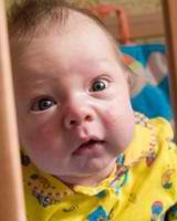 Razvivaiushchie zaniatiia dlia detei` 1 mesiatc