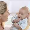 Razvivaiushchie zaniatiia s mamoi` dlia detei` v 2 mesiatca