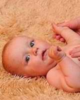 Uprazhneniia dlia detei` v 2 mesiatca
