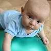 Uprazhneniia dlia detei` v 3 mesiatca