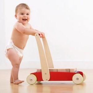 Ребенок в 1 год не ходит! Почему? Что делать?