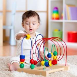 Топ-3 игрушки для ребенка от 0 до 3 месяцев: советы по экономии
