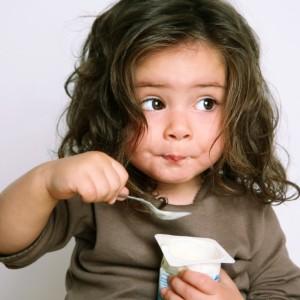 Ребенок не ест еду с «общего стола» — как приучить?