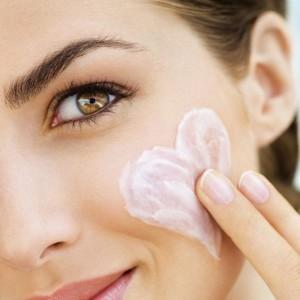 Как пользоваться кремом для лица летом: 5 советов