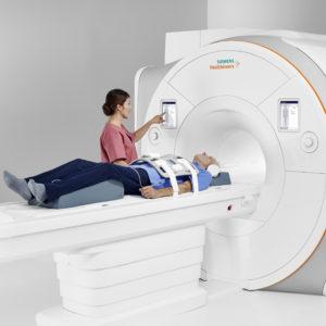 Кому показано МРТ спины в Санкт-Петербурге